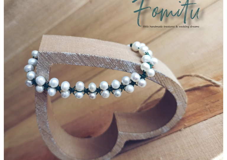 Cultured pearls in macrame